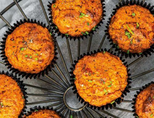 Muffins mit getrockneten Tomaten & gerösteter Paprika